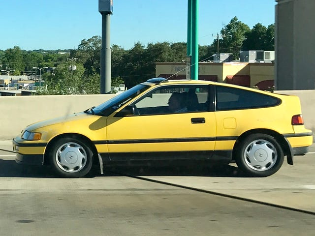 Oh my God, a stock Y-49 yellow CRX in the wild