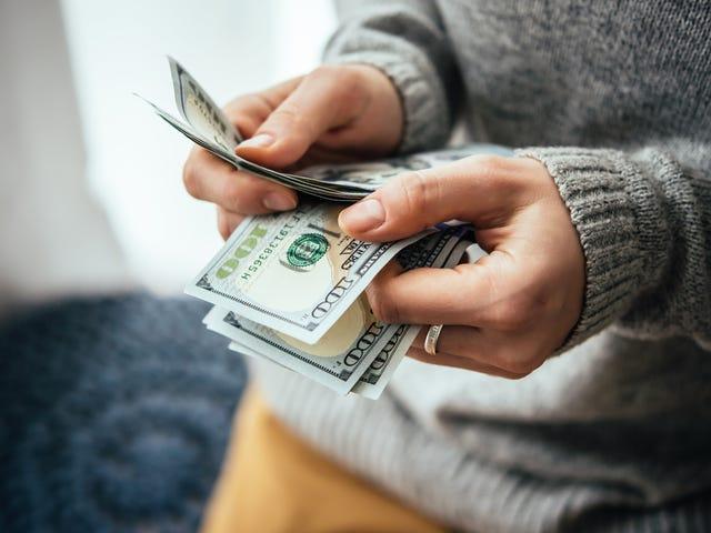 Co należy wziąć pod uwagę przed pożyczeniem pieniędzy rodzinie lub znajomym