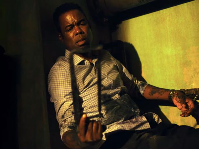 Spiralin ensimmäisessä trailerissa Chris Rock ja hänen toverinsa poliisit juoksuvat peloissaan