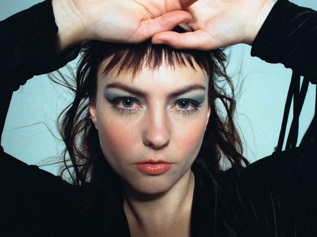 Angel Olsen's All Mirrors es una escucha hermosa pero fatigante