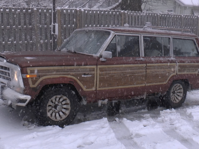 Jak nasz 800-tysięczny jeep z napędem na tylne koła obsługiwał nieoczekiwaną śnieżycę