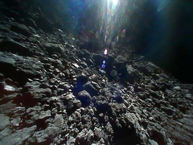 Japón publica el alucinante vídeo de la sonda Hayabusa 2 tomando muestras del asteroide Ryugu