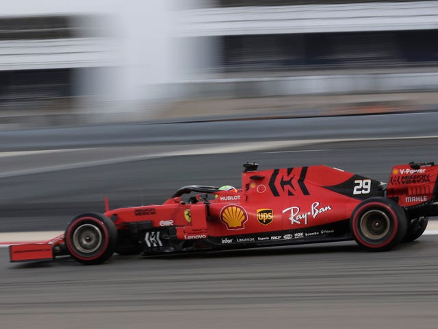 Mick Schumacher, con trai của huyền thoại Công thức 1 Michael Schumacher, đã thử nghiệm chiếc Ferrari 2019 hiện tại ngày hôm nay
