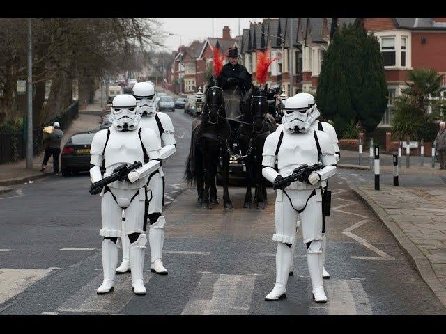 Star Wars-fan dør, får Star Wars-begravelse