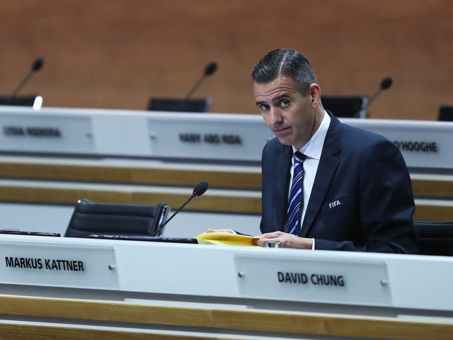 FIFA Exec despedido por darse millones de dólares en bonos secretos