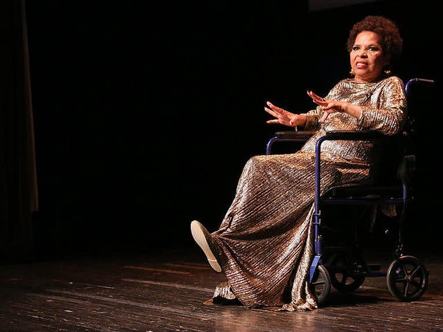 Ntozake Shange's For Colored Girls está listo para un renacimiento raro en el escenario donde todo comenzó, el teatro público de Nueva York