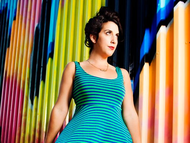 Giulia Rozzi mendapat kasual di trek dari album barunya
