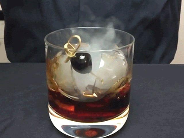 En Smoke Bomb Ice Cocktail synes næsten for farligt at drikke