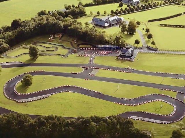 Mon manoir irlandais a une piste de karting parce que je peux faire ce que je veux