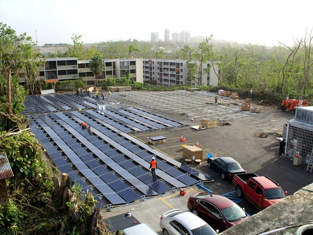 Tesla instala paneles solares y baterías en un hospital de Puerto Rico que quedó sin energía tras el huracán María