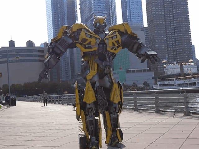 विशालकाय <i>Transformers</i> कॉसप्ले क्रश न्यूयॉर्क