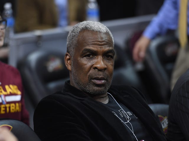 New York Knicks Great Charles Oakley Arrested for Cheating Las Vegas Casino: Report