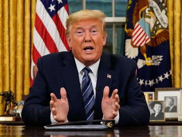 Presidentti Trumpin COVID-19-puhe oli täynnä valheita, joita piti korjata yön yli