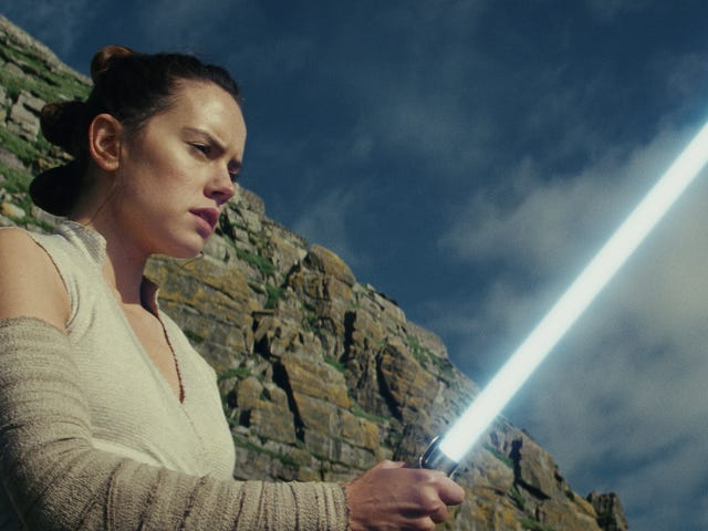 This fan remake ofThe Last Jedi is totally real, definitely happening