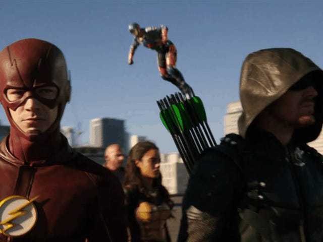Mũi tên, Flash y Supergirl se enfrentan a un ejército extraterrestre en el primer megaevento de DC