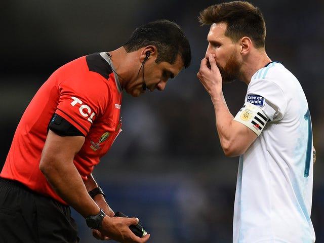 """Lionel Messi se lance dans l'arbitrage """"conneries"""" après la défaite de l'Argentine au Brésil"""
