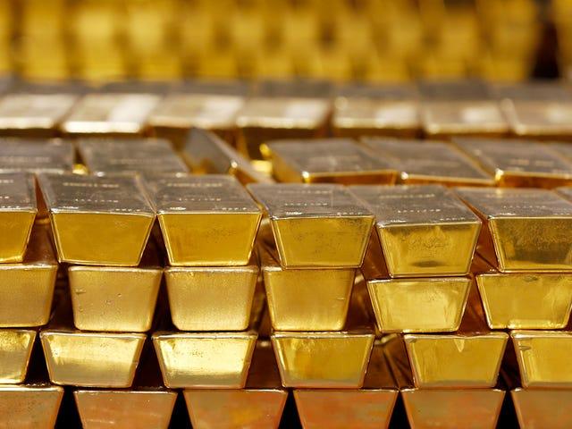 La compuerta de un avión ruso se rompe al despegar y caen al vacío casi 400 millones de dólares en oro