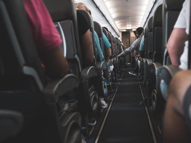 Deja de usar las mantas y almohadas de los aviones si quieres protegerte de los gérmenes