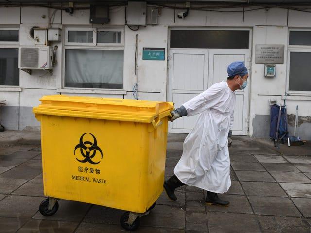 Chiny informują, że 6 pracowników służby zdrowia nie żyje i 1716 chorych na koronawirusa