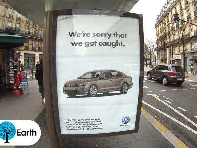 パリは気候協議会の企業スポンサーを偽造する偽の広告で覆われています