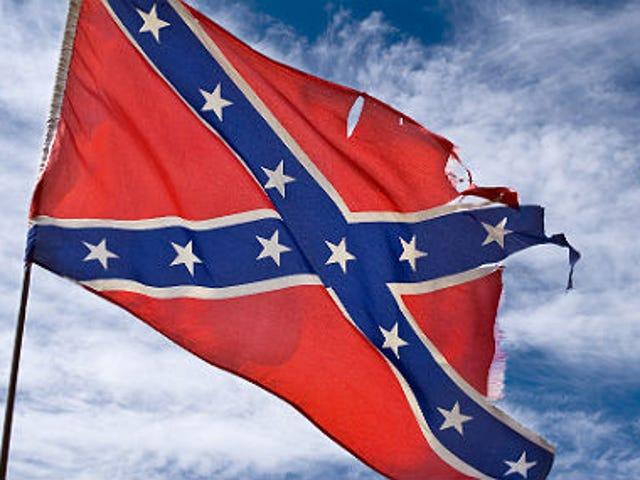 Mich. Officier qui a conduit avec le drapeau confédéré autour des manifestants de Trump démissionne