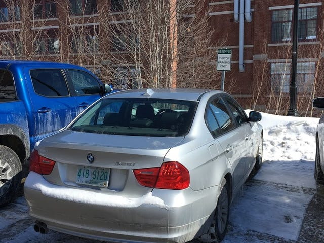 Giving BMW drivers everywhere a bad name... [updated]