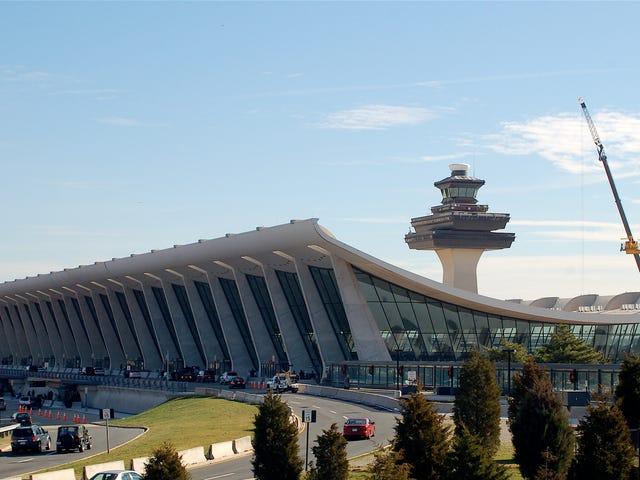 200 Pekerja Bandara Dulles Melakukan Pemogokan Atas Gaji Rendah dan Pengakuan Serikat Pekerja