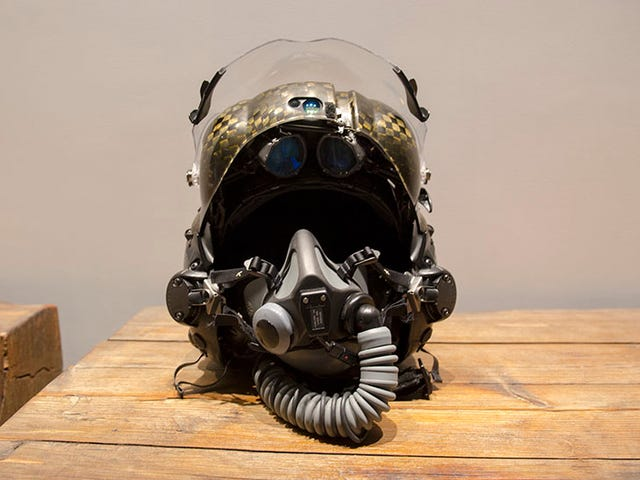 I Wore a $400,000 F-35 Helmet and It Blew My Mind