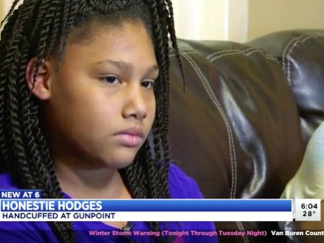 Oficiais que algemaram menina de 11 anos na gunpoint não serão disciplinadas <em></em>