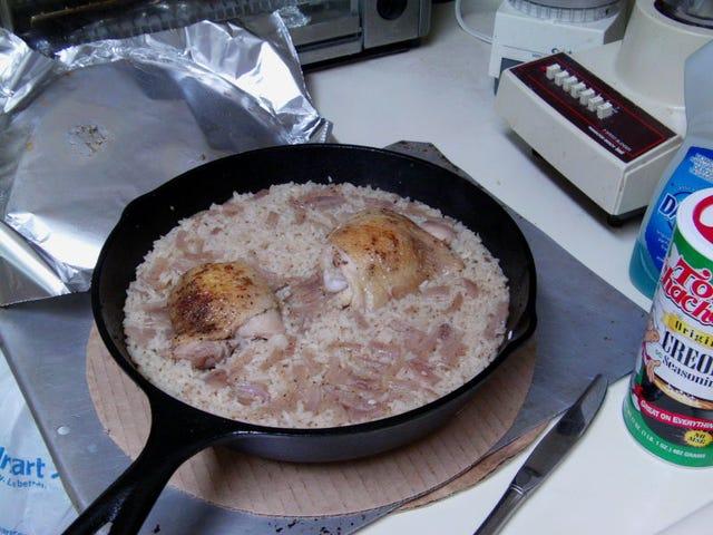 Μαύρη φασολάδα και κοτόπουλο και ρύζι