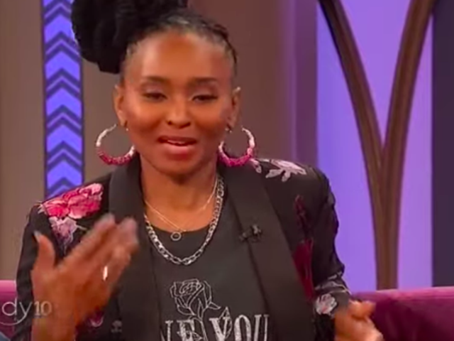 Banbrytande hip-hop journalist Dee Barnes, nu hemlös, får en hand-up från Wendy Williams