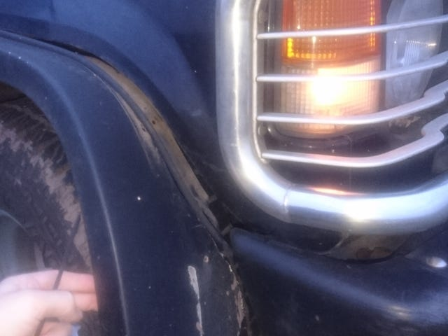 É por isso que eu sempre mantenho os laços de cabo em meus carros