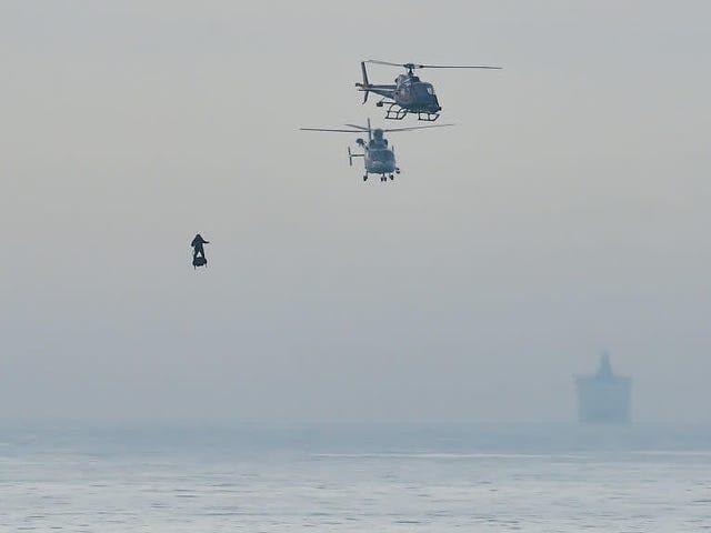 アラームを鳴らす:フランスのホバーボードのスーパーヴィランがイギリス海峡を越えた