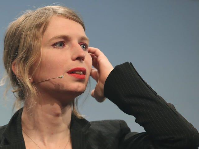Chelsea Manning kohtaa halveksuntaa kuulemasta kieltäytymästä vastaamaan Grand Jury-kysymyksiin WikiLeaksissa