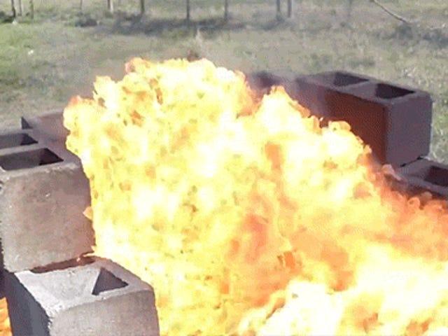 Факельна Gatorade з вогнеметом створює барвисті міні-фонтани