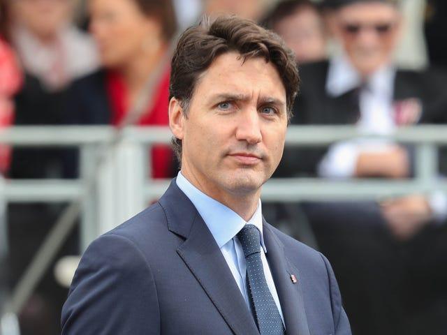 Justin Trudeau thể hiện trong 3 trường hợp riêng biệt Trang điểm mặt đen và nâu