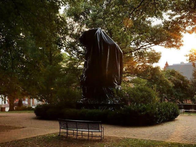 裁判官はシャーロッツビル南軍の彫像の撤去を阻止