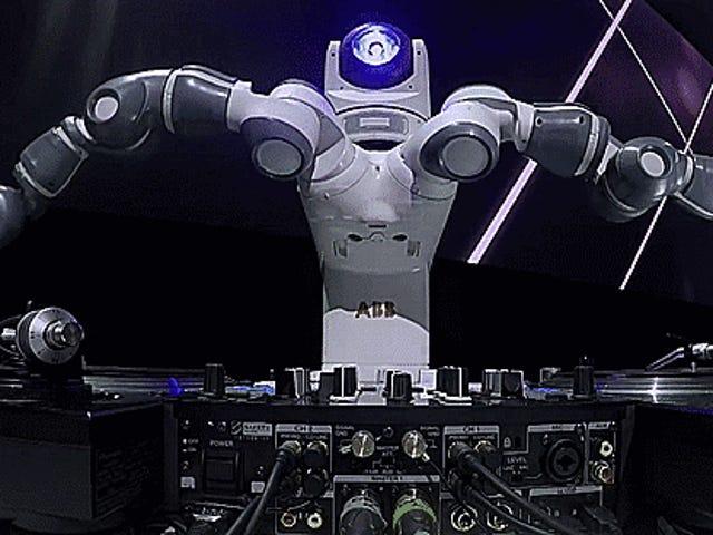 Yeni Ford Fiesta, Kendi Partisinde Funky Dans Robot DJ Tarafından Gölgelendirildi
