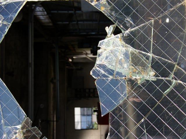 Эти два ученых говорят, что пришло время переопределить «стекло»