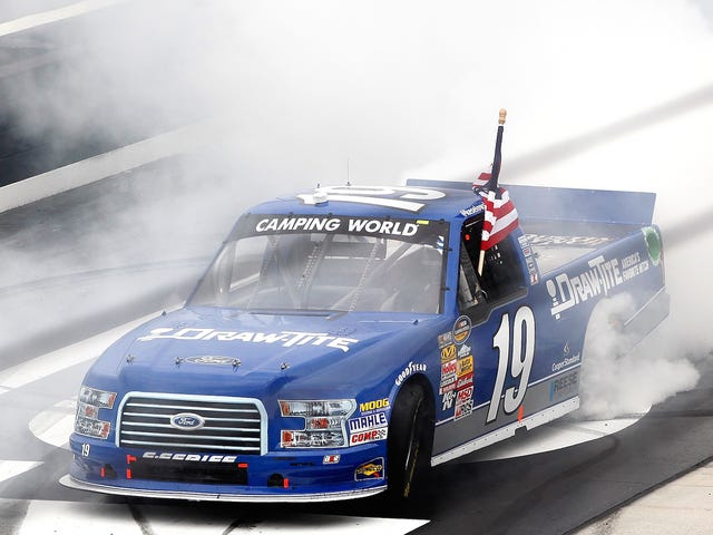 Ο οδηγός NASCAR να τερματίσει την ομάδα αγώνα που χάνει $ 1 εκατομμύριο ετησίως