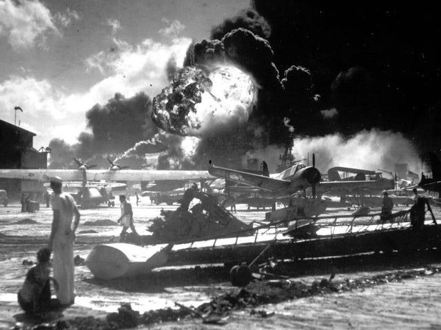 El día del ataque a Pearl Harbor un piloto llegó a una isla que creía deshabitada. Esta fue la increíble historia que ocurrió después