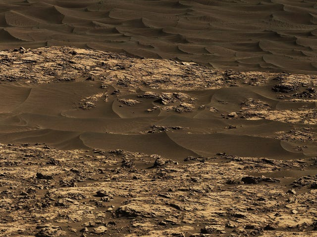 Curiosity Rover Eases Into First Exploration of Martian Dunes