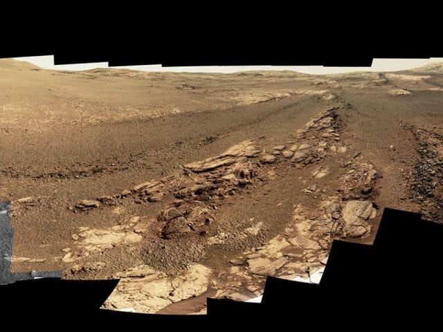 La última panorámica del rover Opportunity antes de apagarse nos deja una espectacular vista del cráter Endeavor