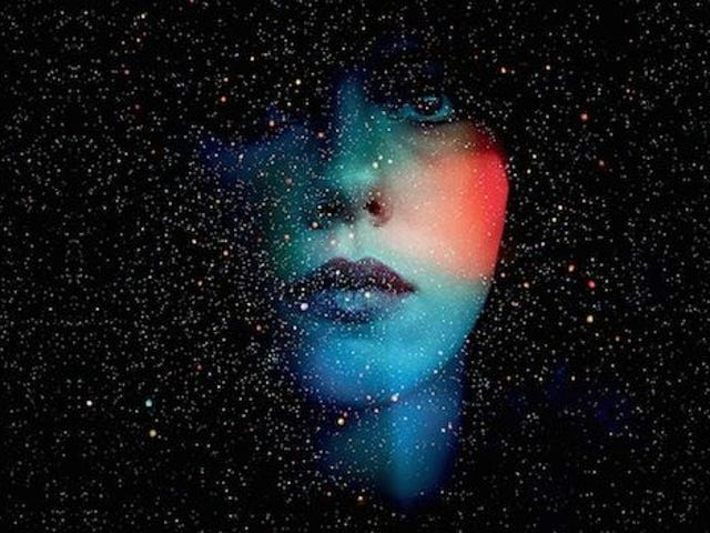 Under the Skin Is Really Weird Sci-Fi Worth Watching