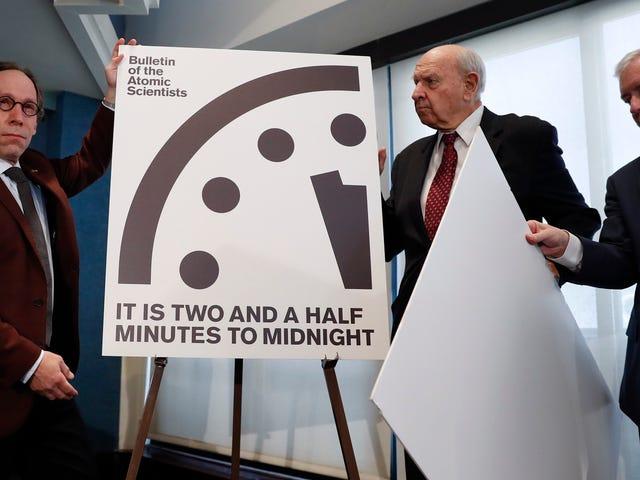 El reloj de la Apocalipsis se realizó en el medio tiempo: no ha estado tan cerca de la catástrofe desde la Guerra Fría