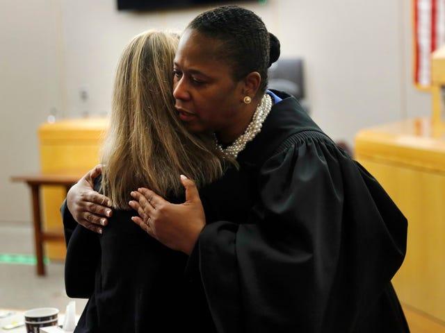 Knusende dommer i Amber Guyger-mordforsøg: Hvorfor er du gal?