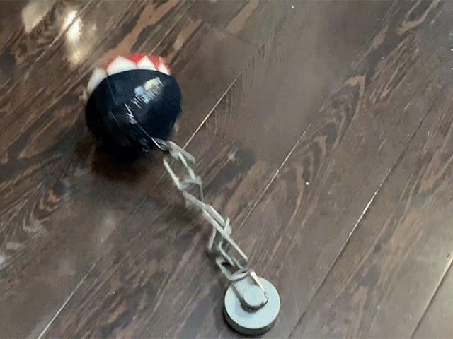Bedårande animerad Super Mario Chain Chomp-leksak hjälper dig att träna säker social distans