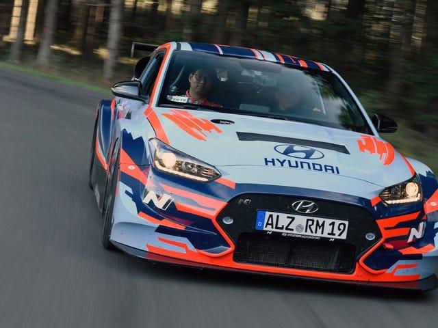 La voiture de sport à moteur central de Hyundai sonne comme si cela allait arriver même si Hyundai ne le disait pas