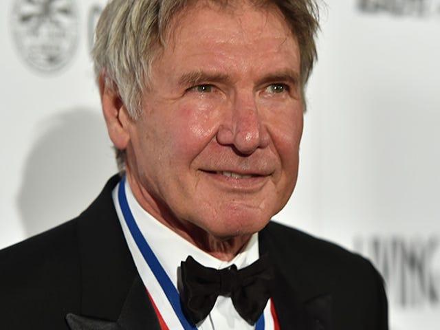 Harrison Ford supostamente falha avião no campo de golfe