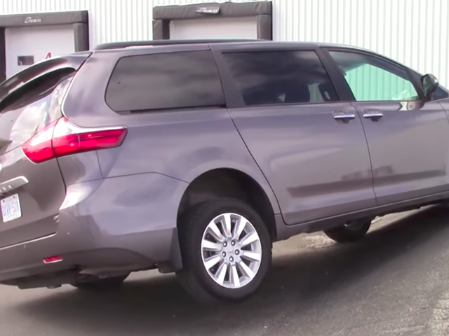 These Off-Road Tests Of Minivans And Crossovers Are Just Awkward To Watch